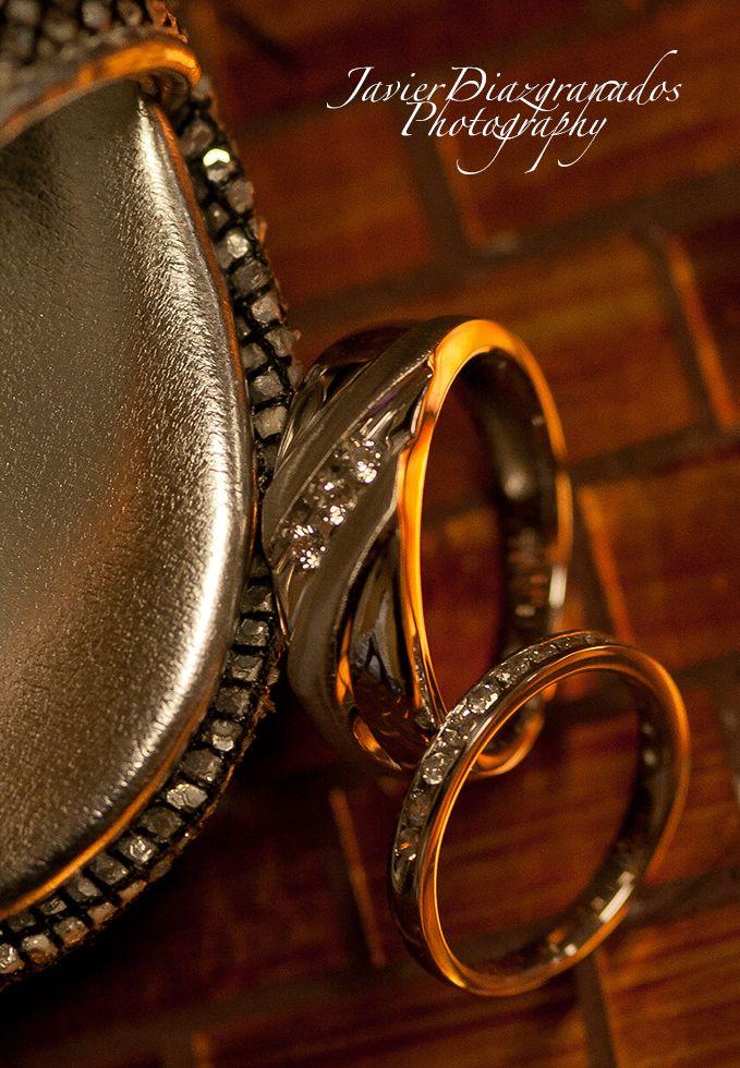 Wedding rings. http://www.javierdiazgranados.com/