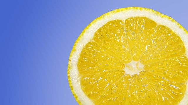 succo di limone e bicarbonato di sodio