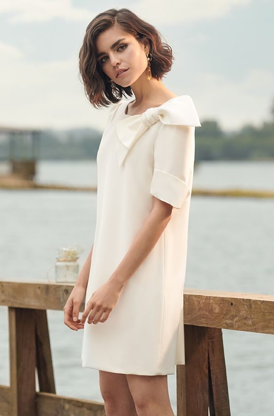 Patience Wedding Dress: Kurzes, schlichtes Kleid mit ...