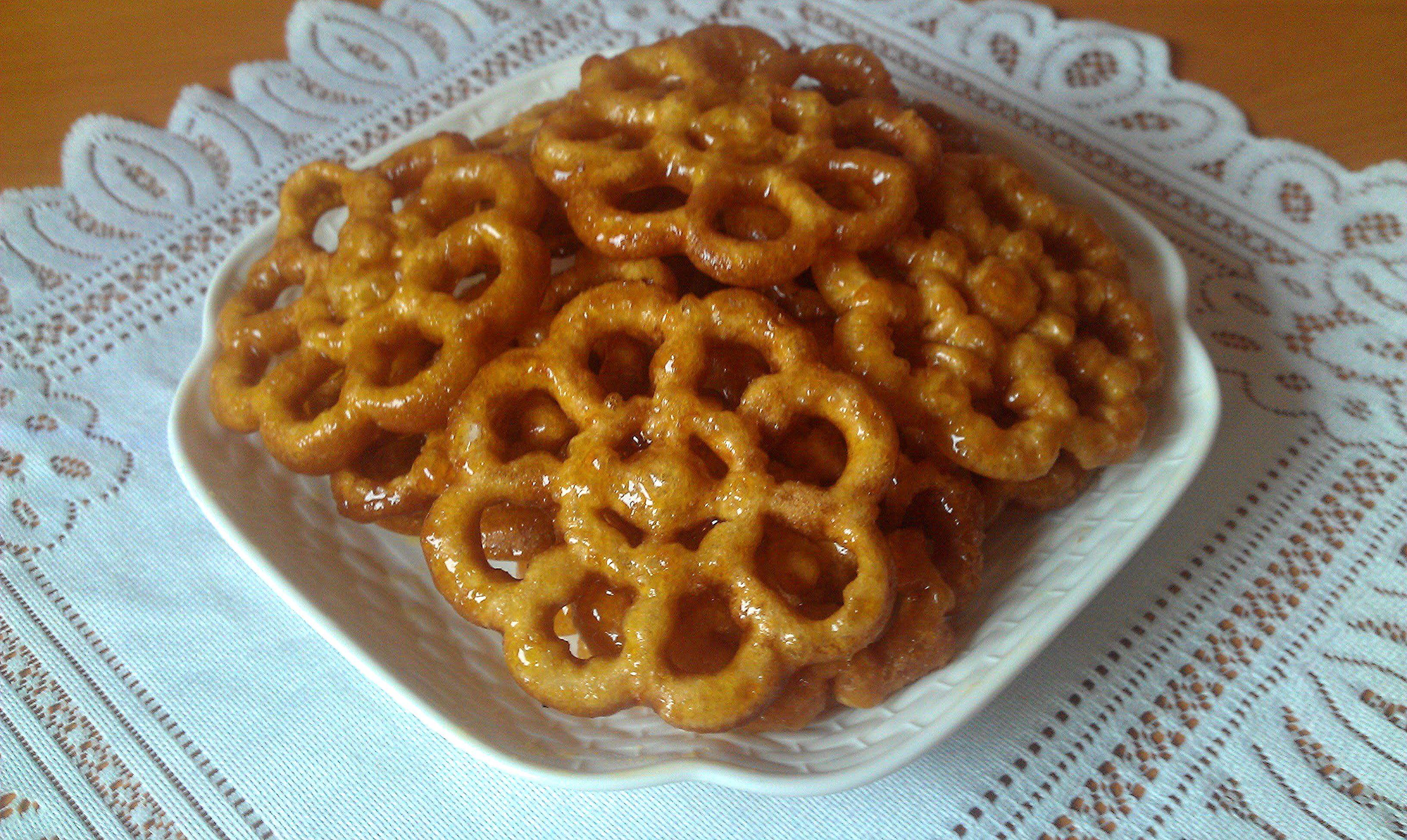 حلوى الوردة بالمرشم المقلية في الزيت تشبه الشباكية Halwat Lwarda Au Miel Arabic Dessert Chef Recipes Food