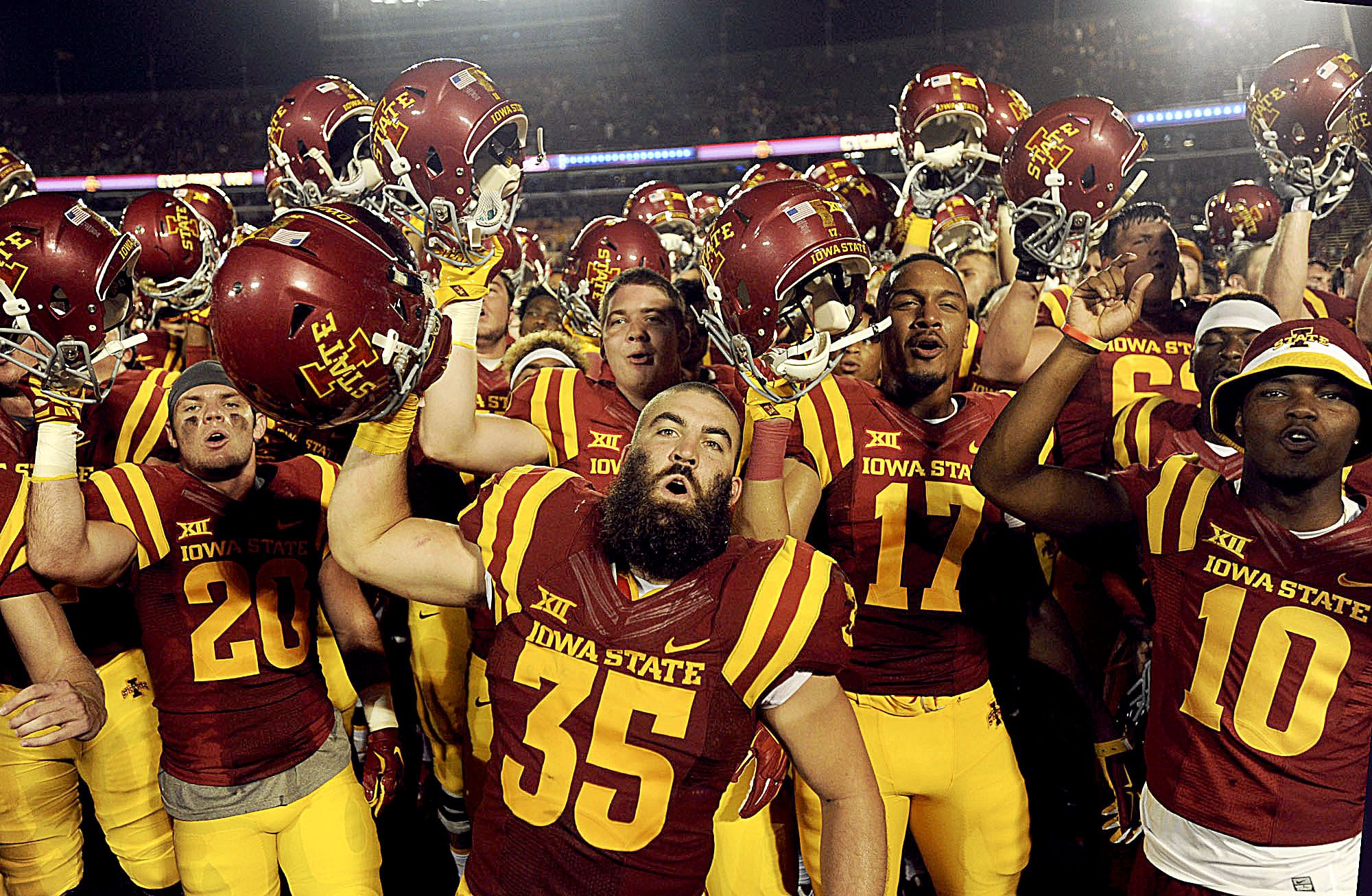 Iowa State Players Celebrate After Beating Northern Iowa 31 7 On