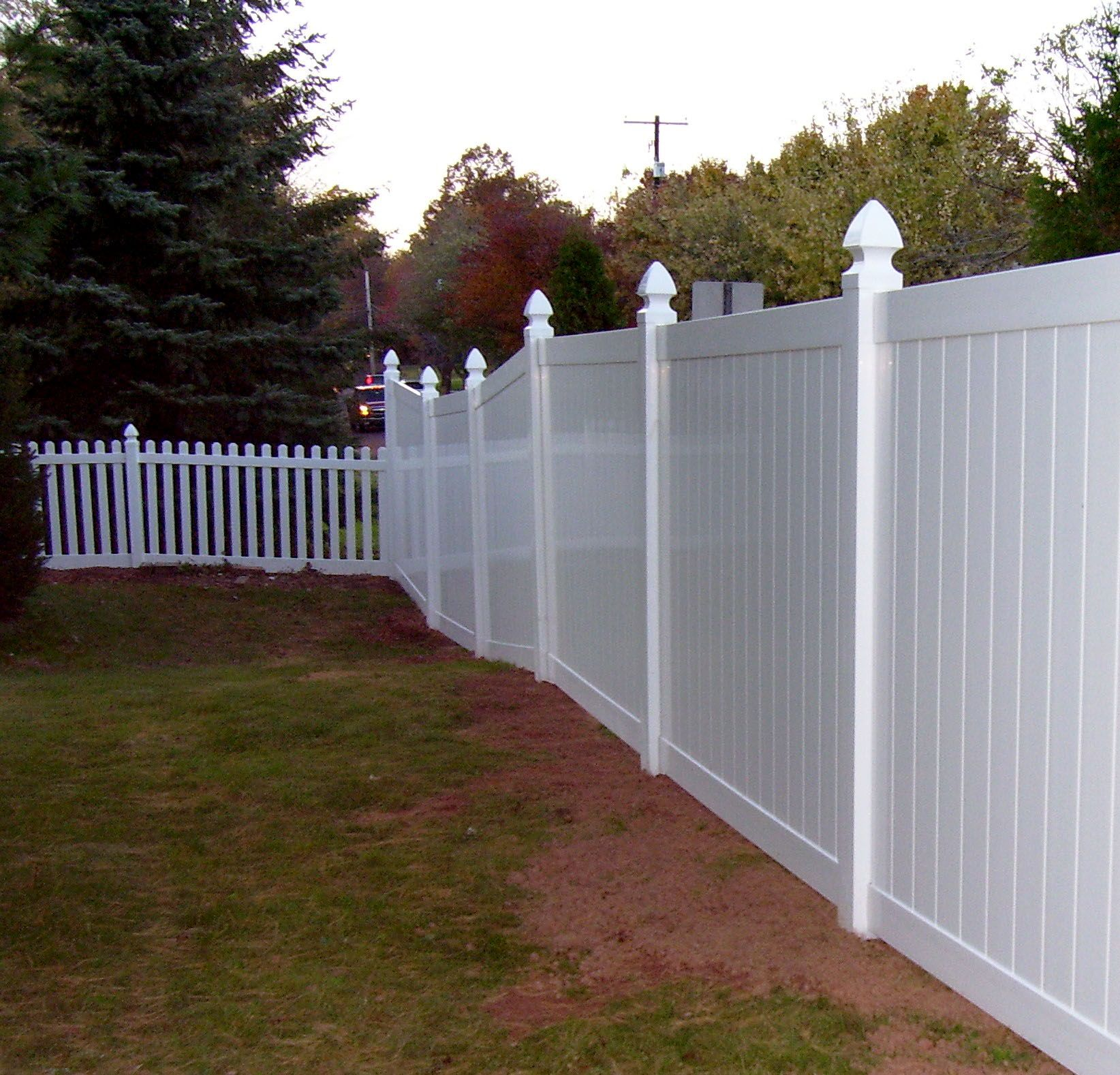 This Combination Of Vinyl Picket Fencing And Privacy Fencing Are The Perfect Pairing Of Style And Fun Vinyl Picket Fence Vinyl Fence Panels Picket Fence Panels