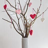 Satz von 3 kleinen gestrickten Herzen Valentinstag hängende Dekorationen - - #Dekorationen #gestrickten #hängende #Herzen #kl #valentines day party crafts