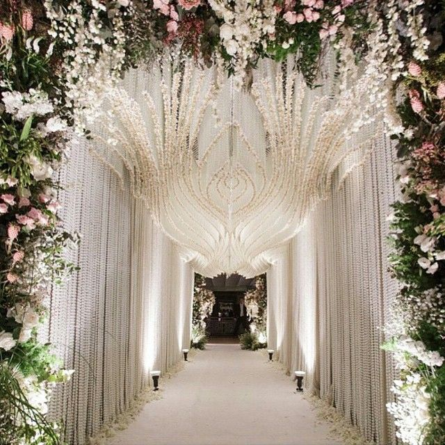 Just WOW!!! What an extravagant & opulent entrance ✨❤️ #wedding #weddinginspo #weddingstyling #entrance #weddingreception #chandeliers #lights #crystals #flowers #flowerwall #floralarch #extravagant...