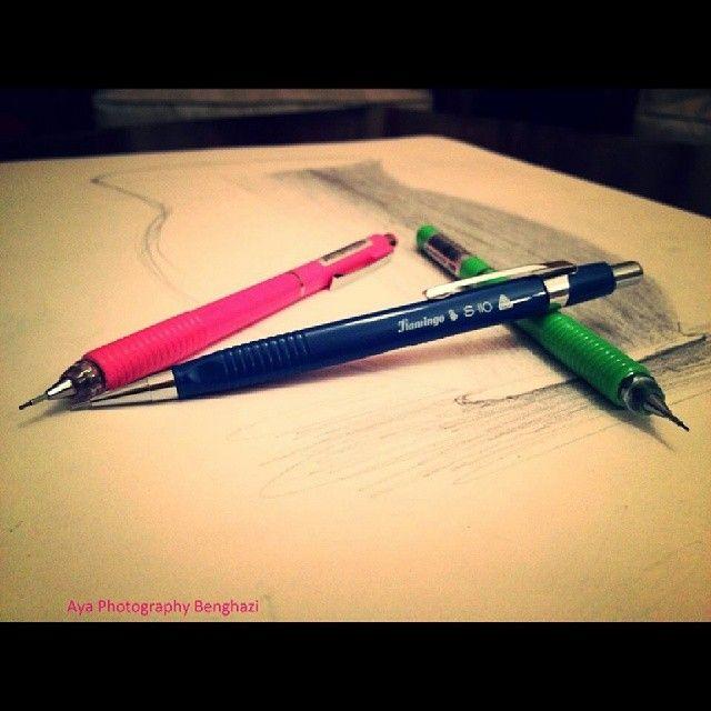 أقلام جميلة من تصوير آية شكرا على المشاركة ونعتذر عن تأخرنا في النشر قلم رصاص قلم أقلام مشروع52صورة مشروع52 Penci Photo Places To Visit Visiting