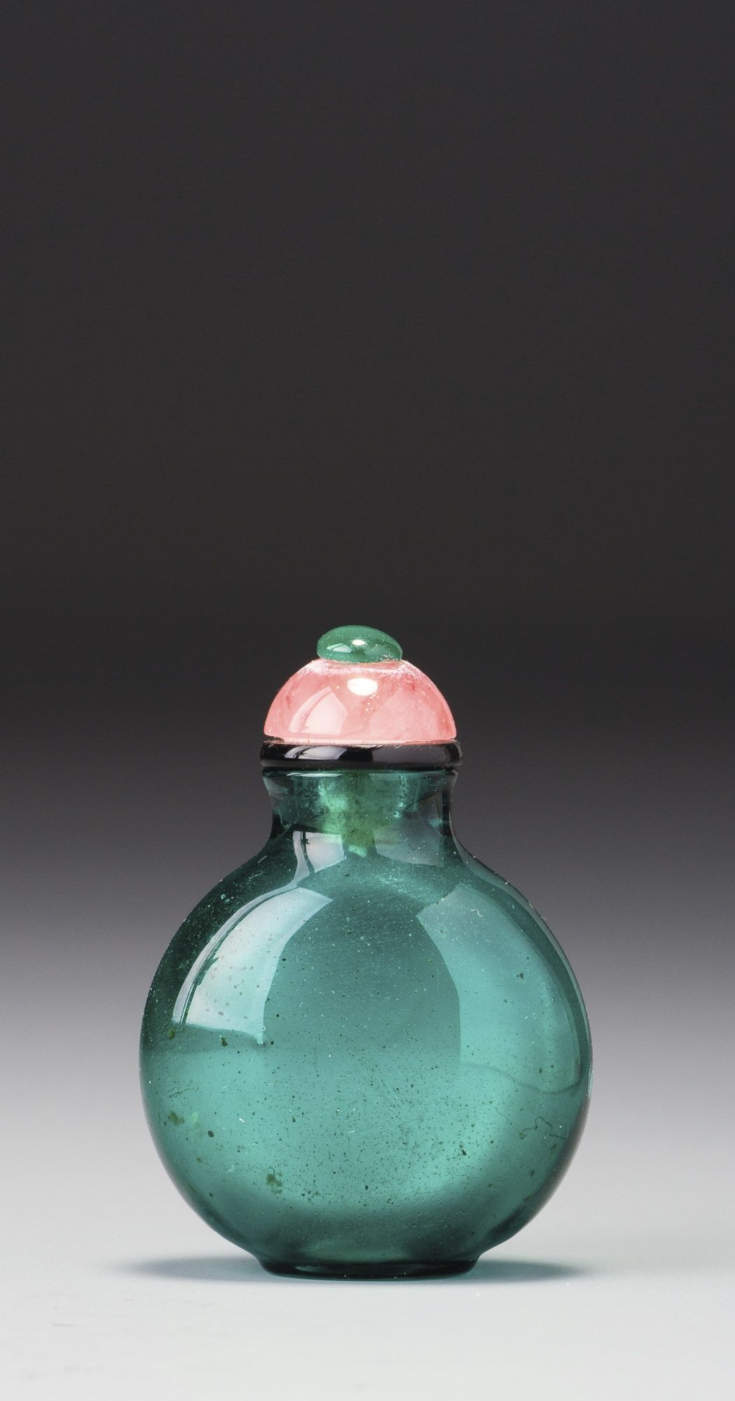 A BLUISH EMERALD-GREEN GLASS SNUFF BOTTLE<br>QING DYNASTY, 18TH / 19TH CENTURY   lot   Sotheby's