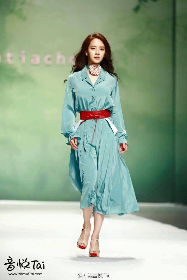 Song Ji Hyo Katiacho Fashion Show In Beijing Song Ji Hyo Pinterest Beijing Korean
