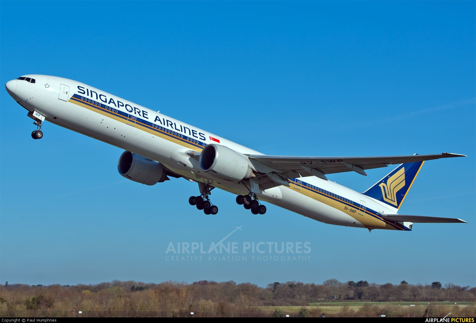 High Quality Photo Of Singapore Airlines Boeing 777 300ER By Paul Humphries Visit Airplane
