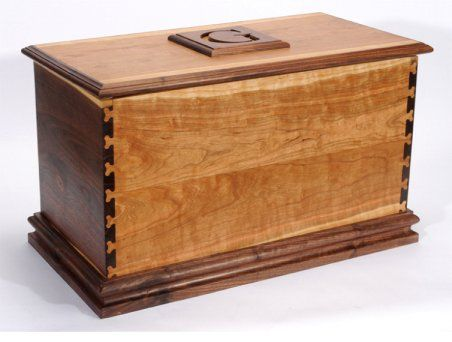 Small Hope Chest Plans Free | Learn how to make a blanket chest or a toy chest with this very ...