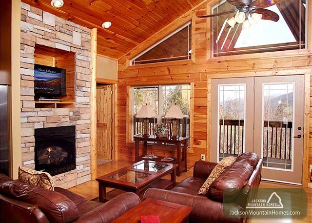 Jackson mountain homes property gatlinburg overlook for Jackson cabins gatlinburg tenn