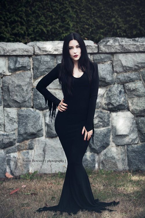 morticia addams costume halloween costumes morticia. Black Bedroom Furniture Sets. Home Design Ideas