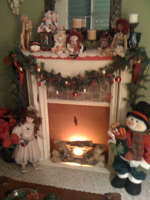 My Country Touch MY FIREPLACE DURING CHRISTMAS We Need a Little