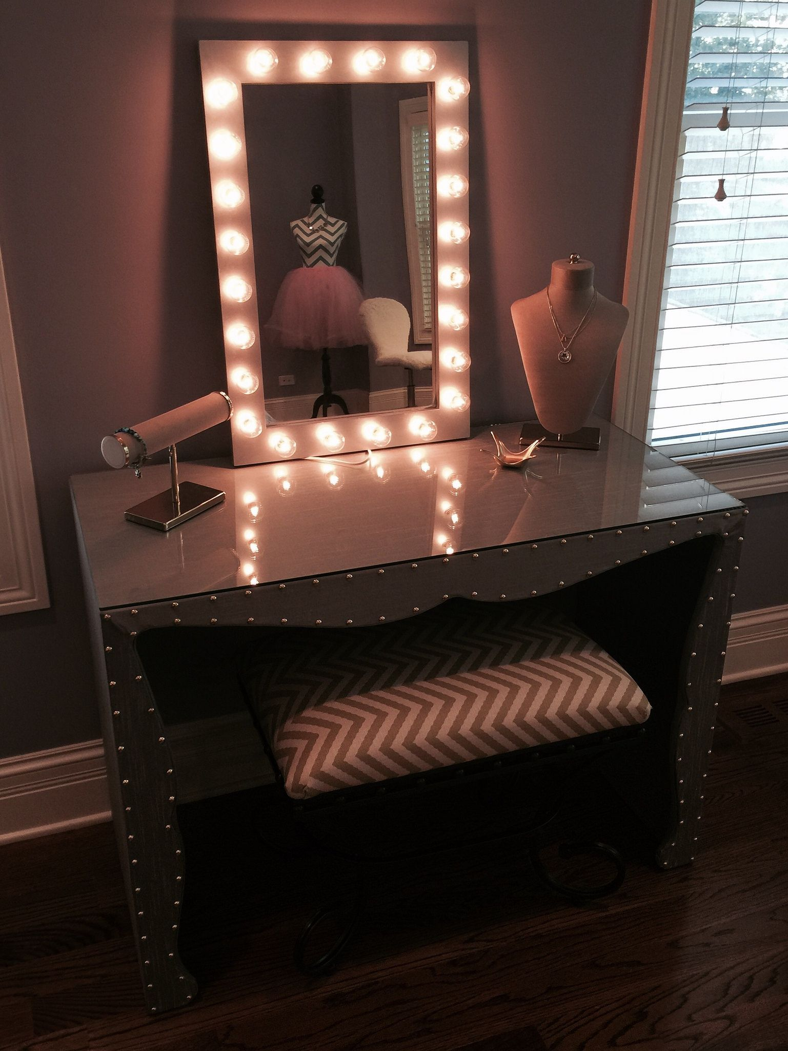 with cupcake vanity california lighted how mirror to lights