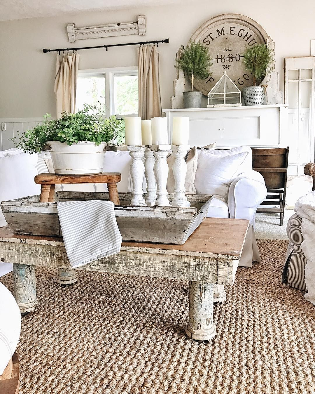 Shabby chic living using chippy elements. Fabulous coffee