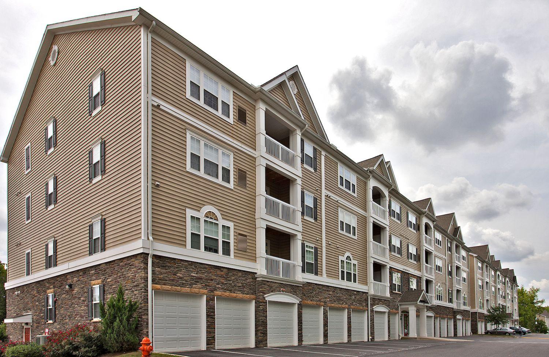 Penniman Park In Elkridge Maryland Offers Peaceful Surroundings And Luxury Living Luxury Living Luxury Apartments Apartment