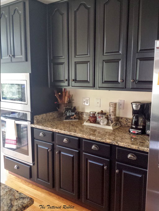 Cherry kitchen cabinet makeover black painted kitchen for Panel frontal cocina
