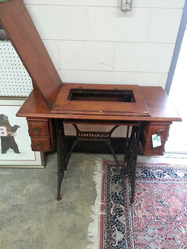 Singer sewing cabinet 75.00