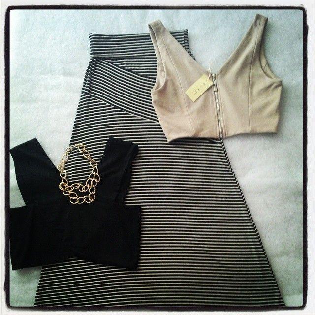 Maxi falda rayas , crop top y accesorios en Pau'la Buti