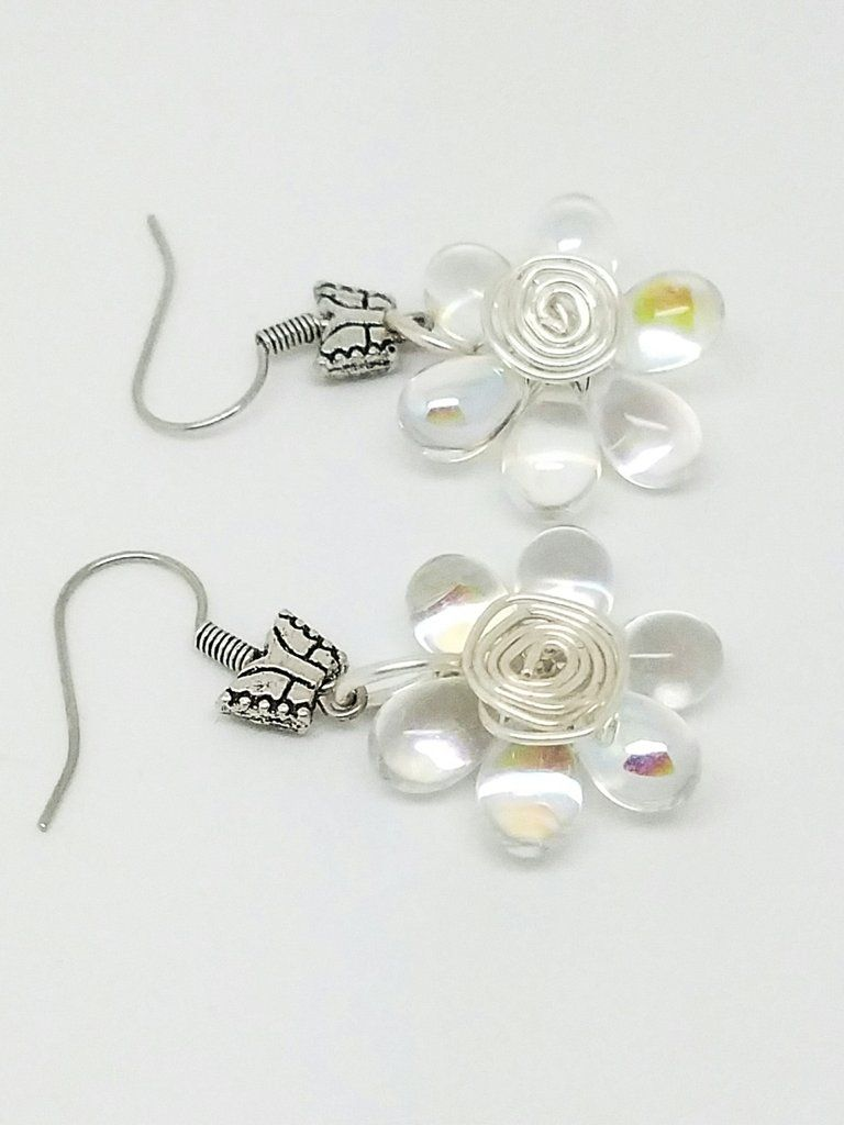 White flower wire wrapping earrings | Flower, Wire wrapping and ...