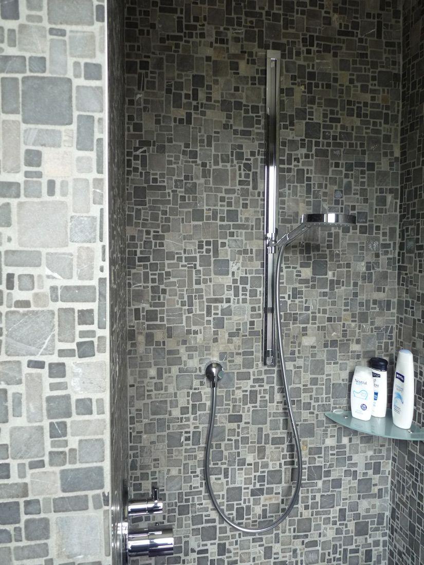 Rivestimento bagno in marmo effetto mosaico. mosaico su rete in ...