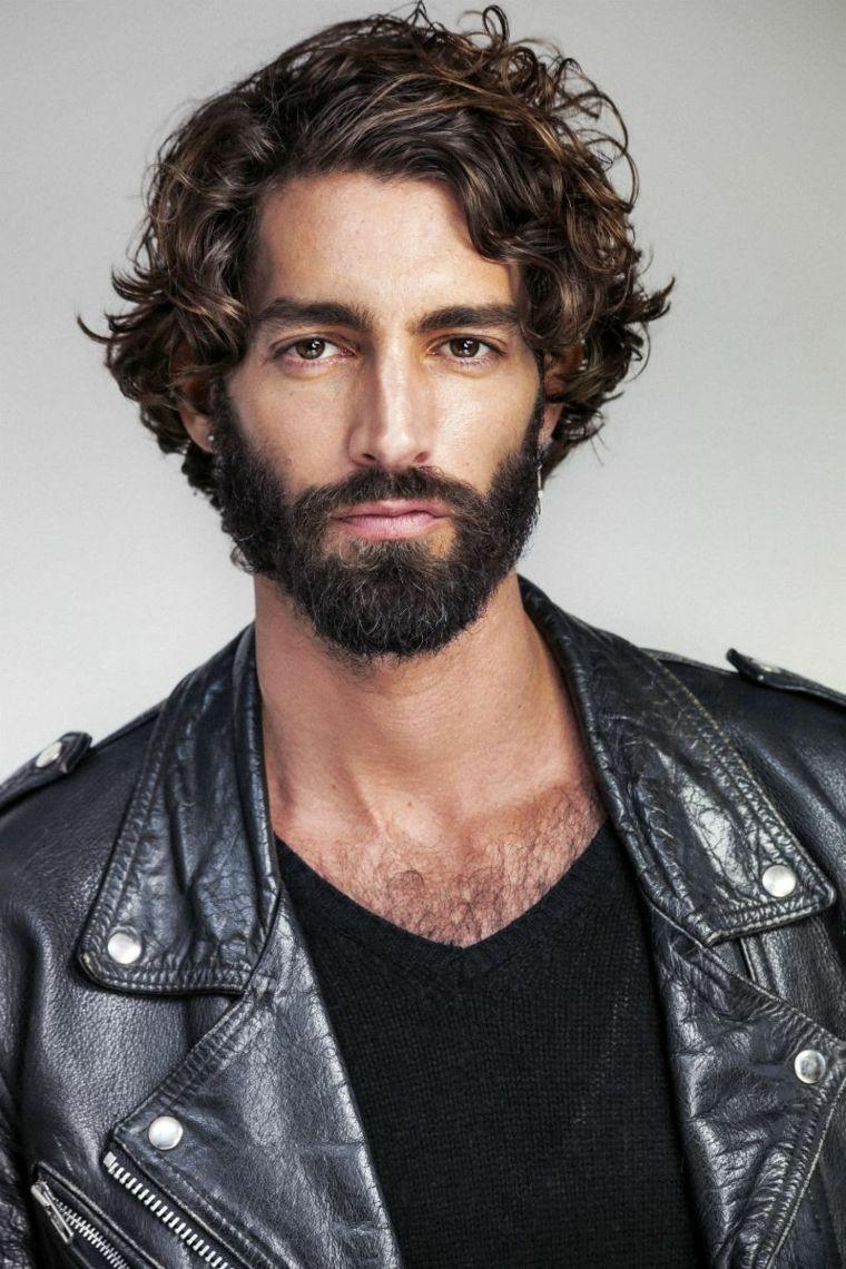 Uomo Con Capelli Ricci E Scompigliati Ragazzo Con La Barba