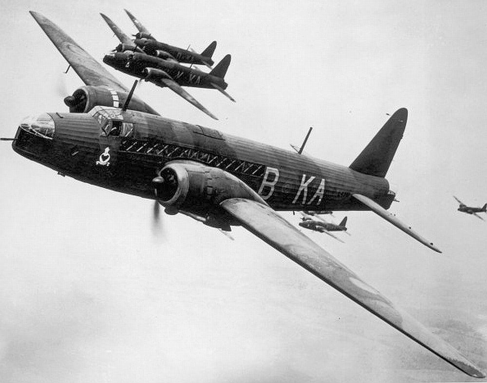 Wellingtons le vickers wellington est un bombardier - Coloriage bombardier ...