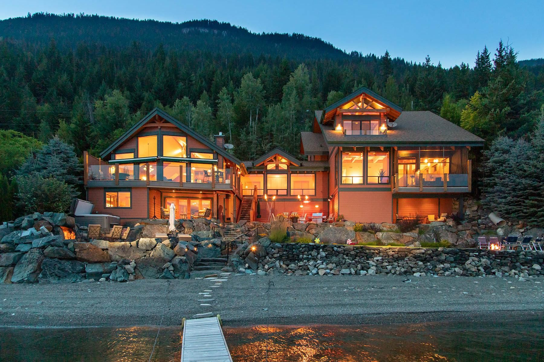 This Magnificent Lakefront Home Located On The Sunny Side Of North Shuswap Lake Is Up For Sale For The Next Buyer To Lakefront Homes Mansions Mansions For Sale