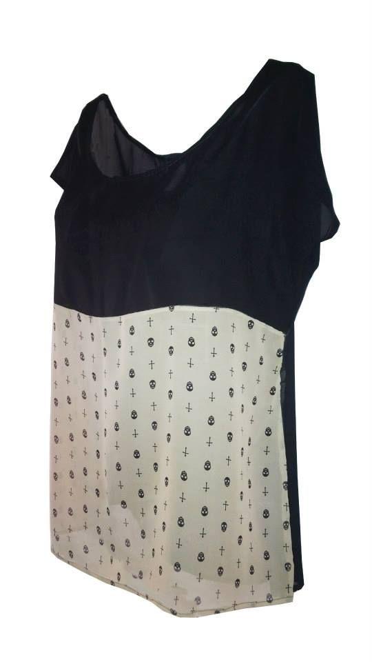 17e06b5d6 Blusa color negro con detalle de estampado de calaberitas