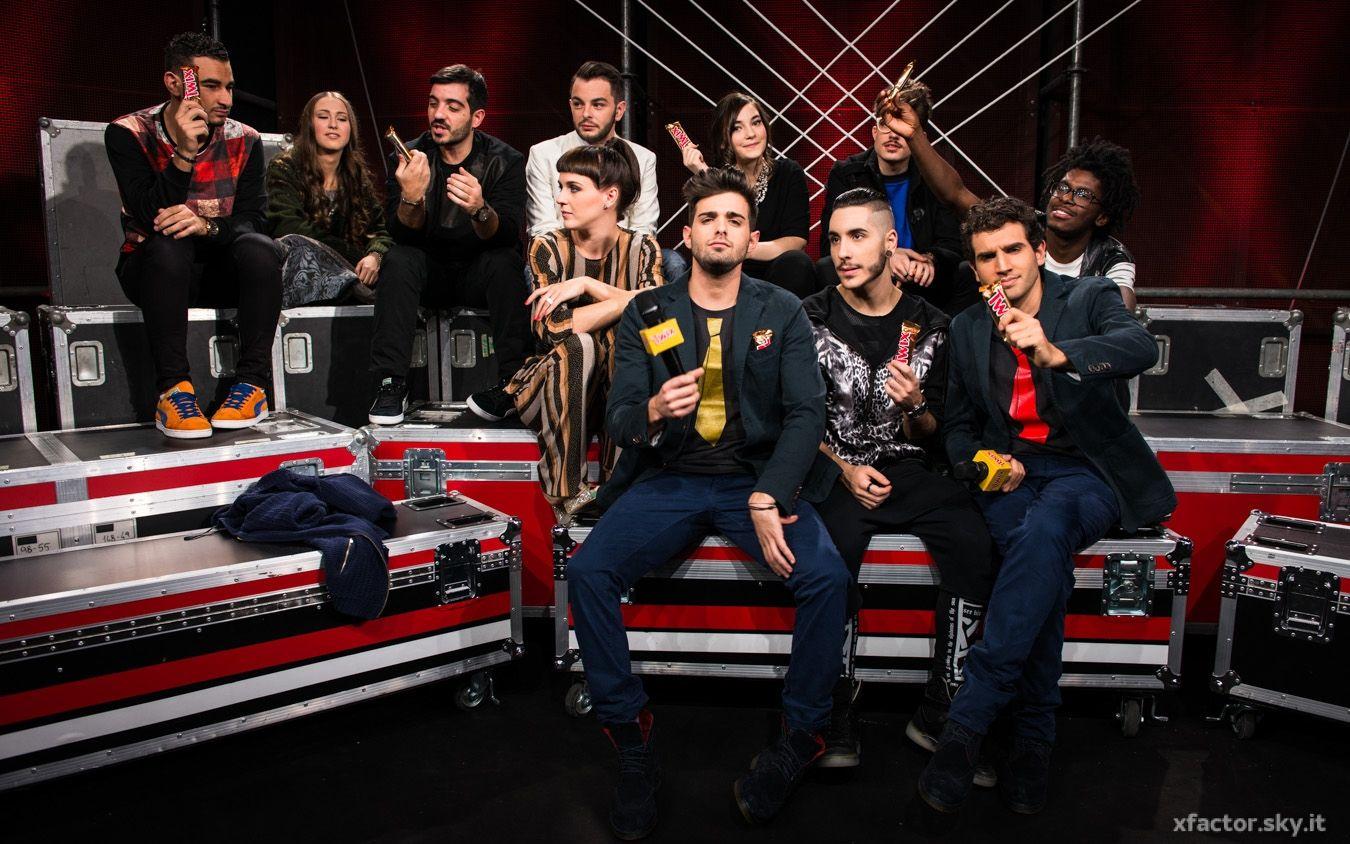 I ragazzi di X Factor nel #backstage durante il quinto live insieme a Leonardo Decarli e Federico Clapis. #Outfit #Atpco. #xfactor