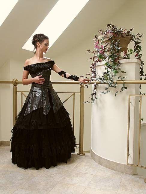 uusin nauhoittaa sisään koko 7 Gothic wedding dress | Black wedding gowns, Black wedding ...