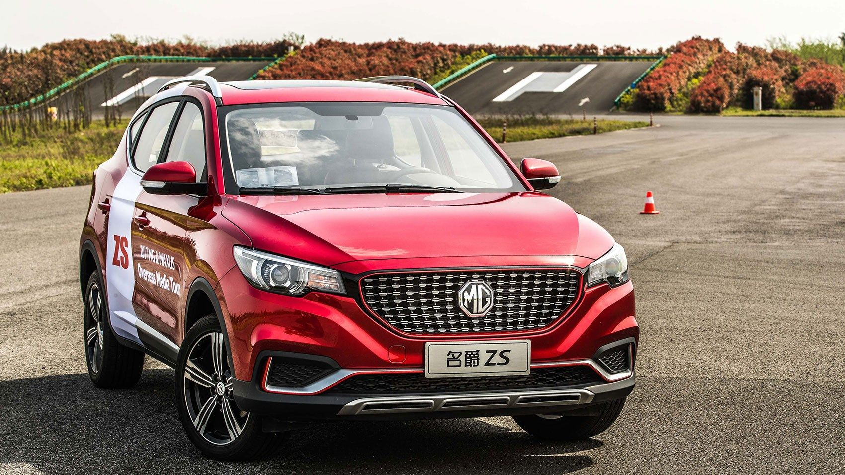 Mg Zs My Way With A Panoramic Sunroof Luxurious Front Grille Led Drl Headlights 3d Audio And Top Spec Features The Mg Zs Cool Sports Cars Compact Suv Suv