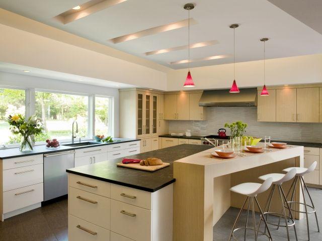 kueche-kochinsel-esstheke-einbauleuchten-decke-pendelleuchten-rot - Led Einbauleuchten Küche