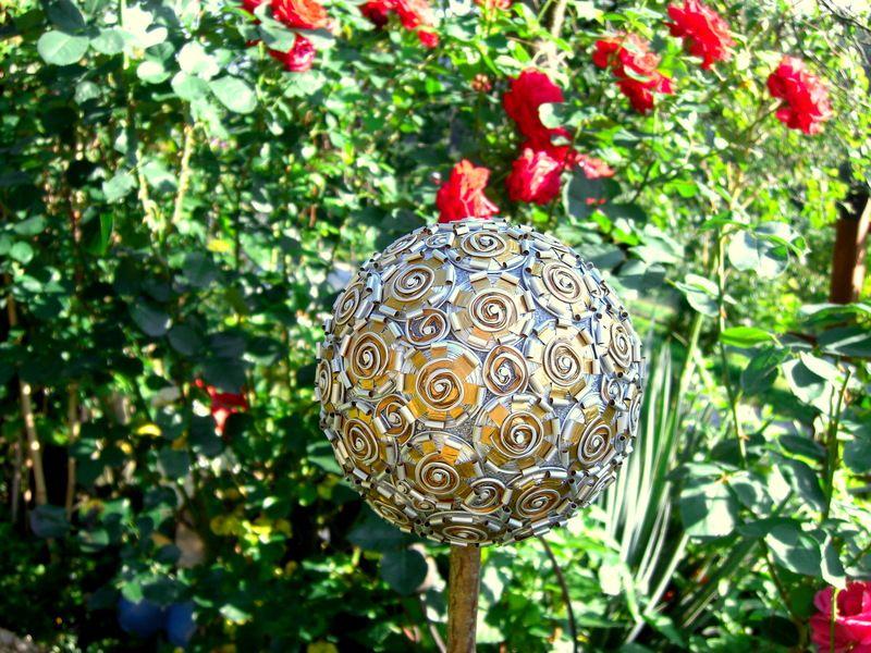 Gartendekoration kaffeekapsel rosenkugel gold ein designerst ck von w a s bei dawanda - Gartendekoration basteln ...