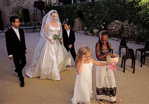 Love Family Wedding Brad Pitt Angelina Jolie Aaaw Ajedit The Cake Is So Cute