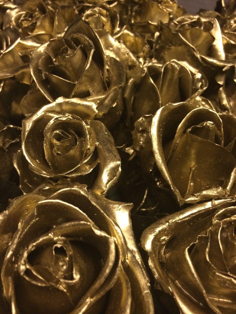 Waxes roses!