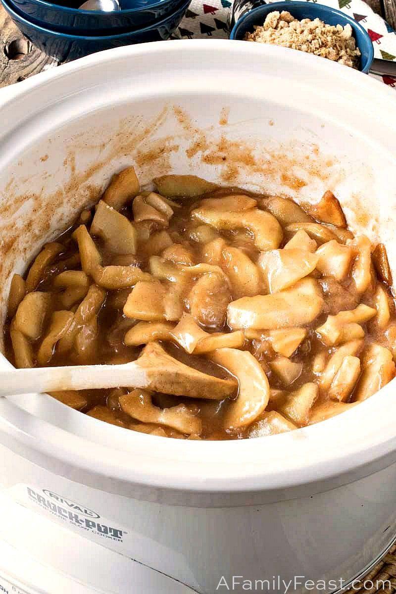 Slow Cooker Apple Crisp - A Family Feast® #applecrisp