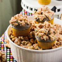 Cookie Butter Popcorn Cupcakes (& Blogiversary Giveaway #1!)