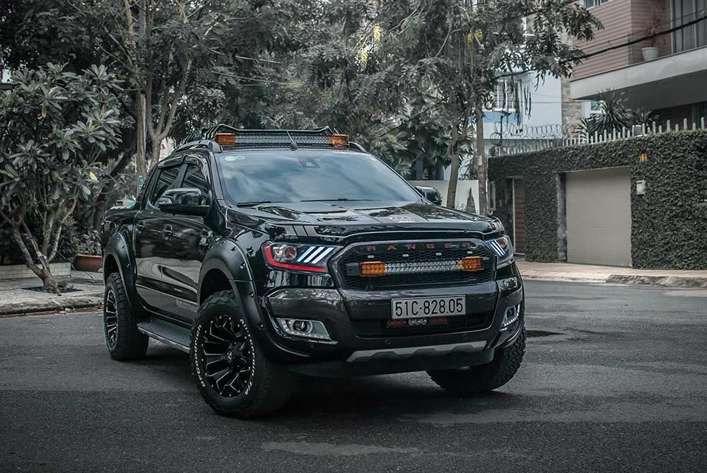 Gallery: Ford Ranger Wildtrak Đen độ Full Đồ chơi ...