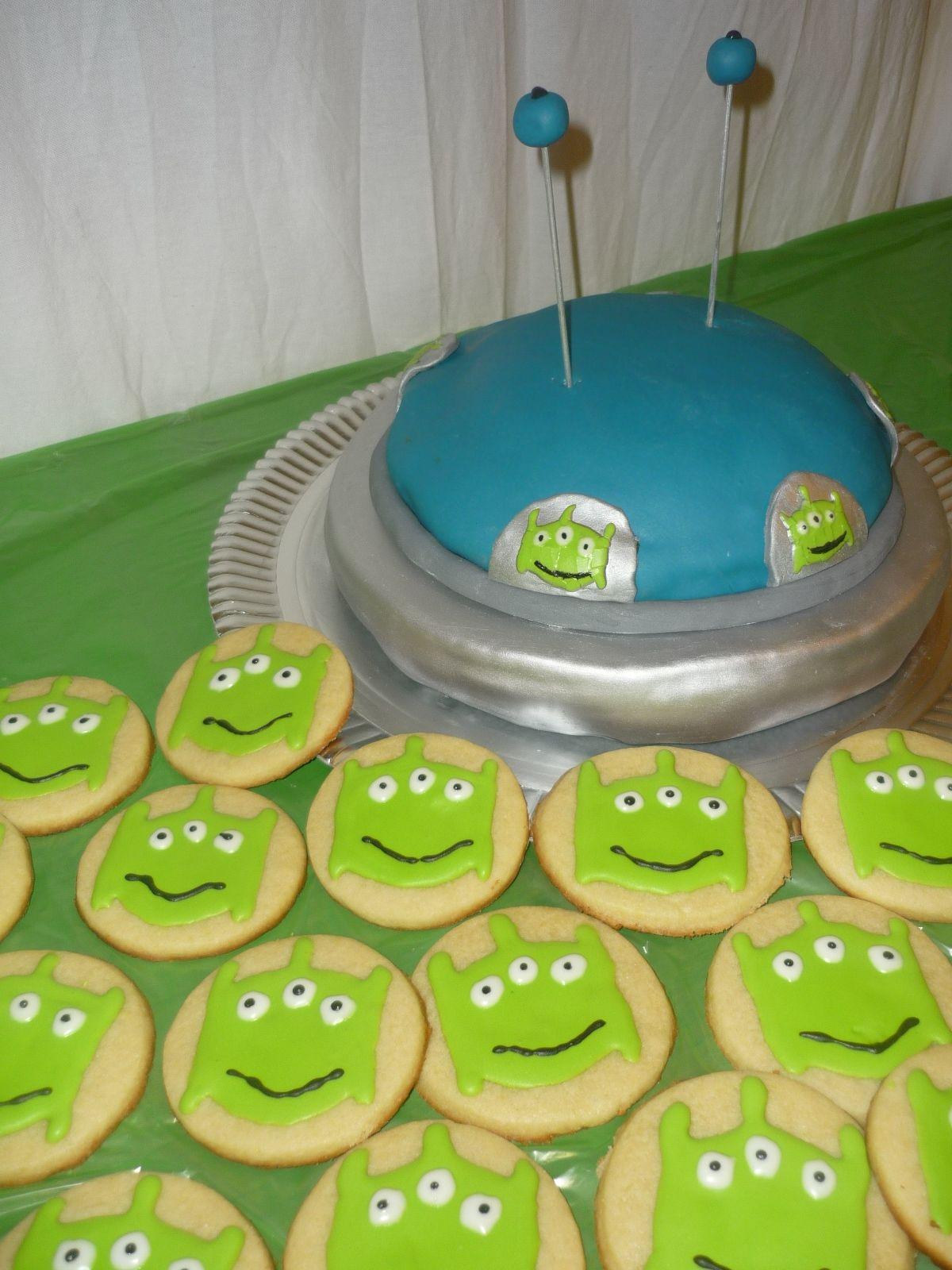 Torta y cookies de otro planeta
