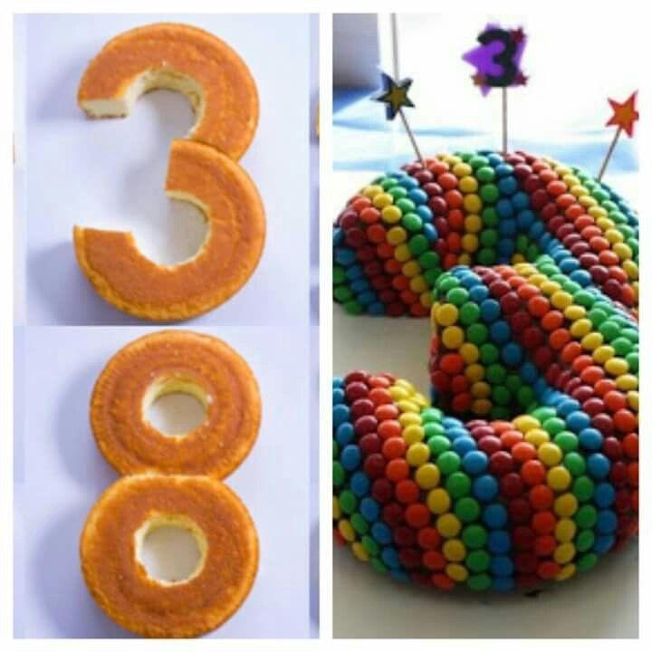 Com um ou mais bolos, vc diz a idade do seu filho sem precisar de velinhas.
