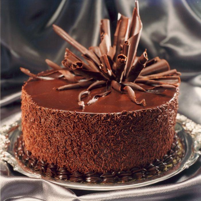 Copeaux De Chocolat Utilises Pour Decorer Un Gateau Au Chocolat