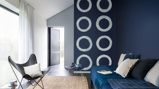 The liberating use of freehand painted forms brings a creative dynamism to your interior.