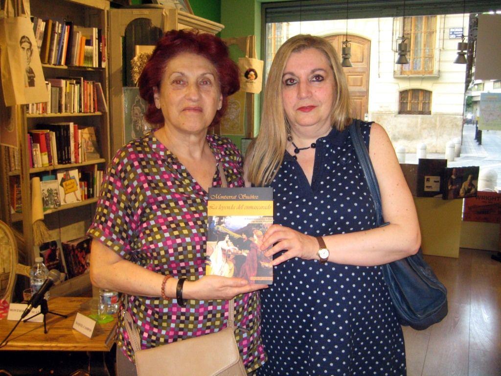 """Con la escritora Isabel Barceló durante la presentación en Valencia de """"La leyenda del enmascarado"""", 17 - 6 - 2016"""