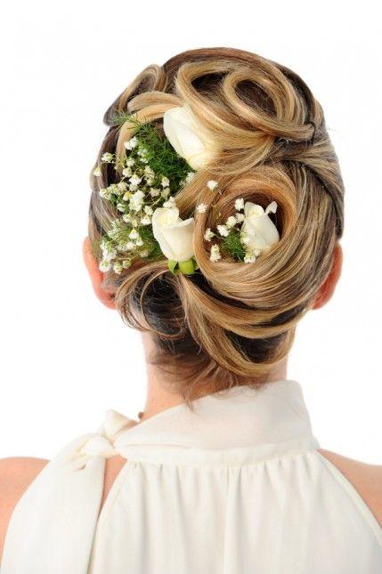 Brautfrisuren hochgesteckt schlicht  Brautfrisuren für lange Haare | Brautfrisuren hochgesteckt ...