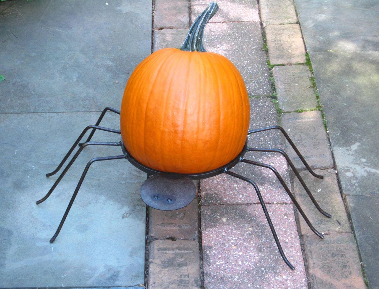 Spider Pumpkin Holder Halloween Pumpkin, Spooky decor