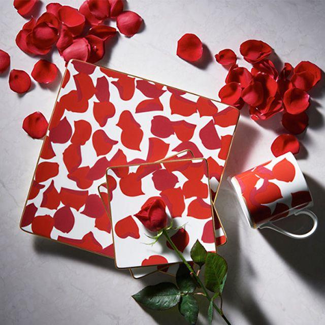 新商品入荷致しました!!!  #ノリタケ #ローザロッサ #マグペアセット ただいま #バレンタイン 特集で #全品10倍♡ バレンタイン #プレゼント だけてはなく、新生活を応援するプレゼントや#結婚 #お祝い の #ギフト には最適です。 ROSA ROSSA ローザロッサ 「 #赤い #薔薇」 タリア語で赤いバラの意味。赤いバラには、愛、美、情熱といった花言葉があり、愛する人へ贈る花としても定番です。 無数の花びらを大胆に散りばめてドラマティックに表現した「ROSA ROSSA ローザロッサ」は、 特別な日に使っていただきたい、大人のための #エレガント な #テーブルウェア です。 #日本製 #Noritake #レッド #マグ #カップ #プアセット #お祝い