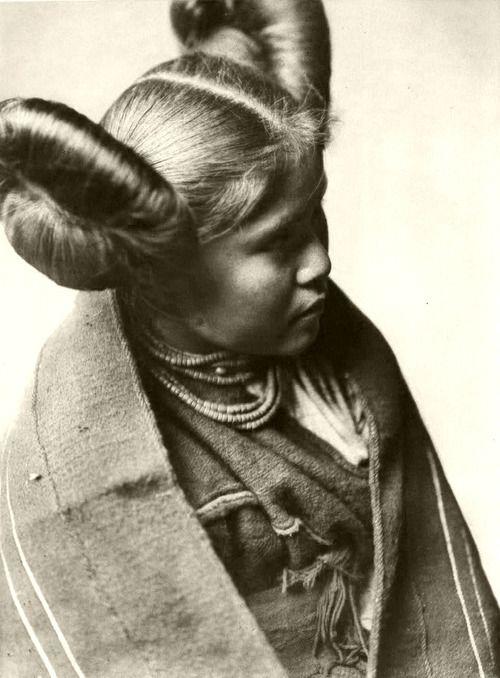 Love The Squash Blossom Hair Style Tewa Native American Indian Named Chaiwa 1922 By Edward S Curtis