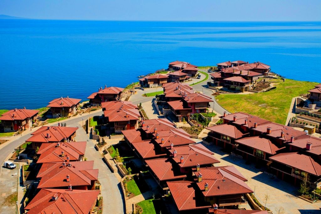 Overseas Real Estate - Cated Lux Village with mineral water and 77 houses