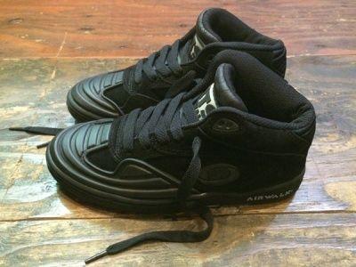 Airwalk Vic Black /& Grey Classic Skate Shoe