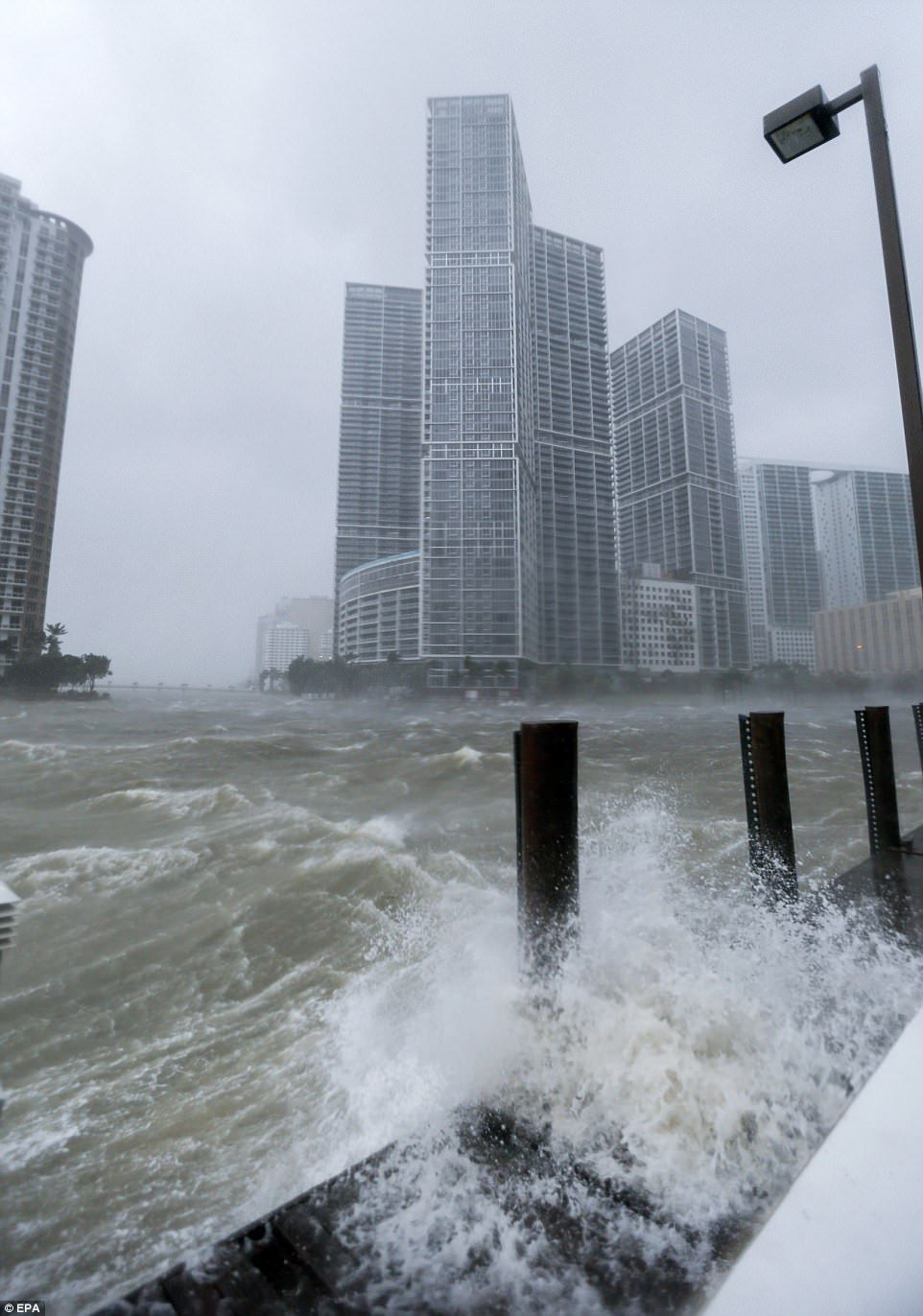 10 000 People In Florida Have No Water Or Food After Irmageddon National Hurricane Center Florida Downtown Miami